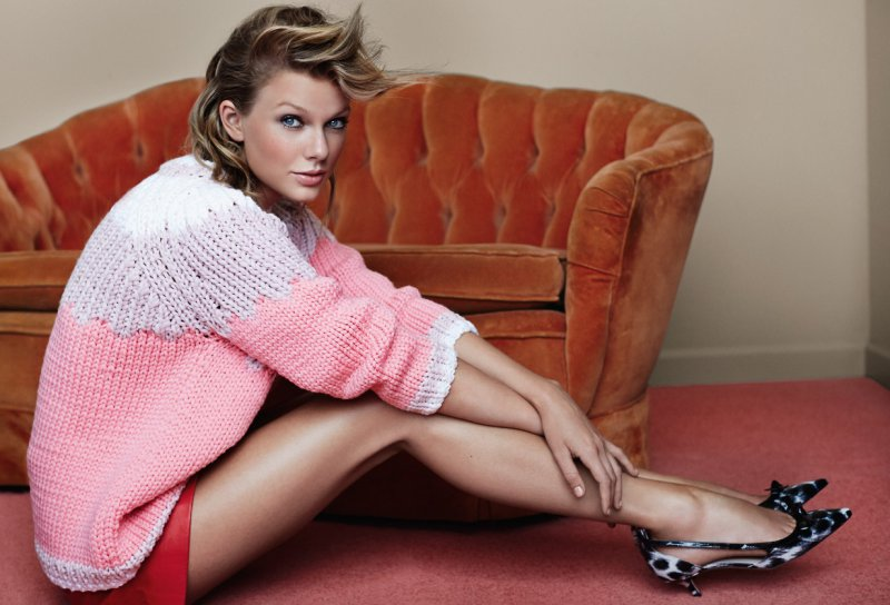 Taylor Swift's Legs and Feet-23 Sexiest Celebrity Legs And Feet