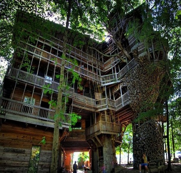 The minister's house-15 Amazing Tree Houses Ever