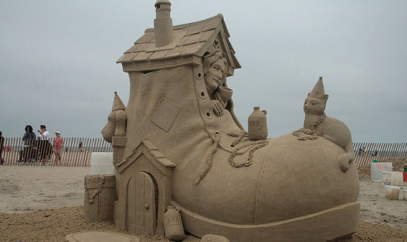 This Shoe House-15 Most Bizarre Sand Art Sculptures Ever Created