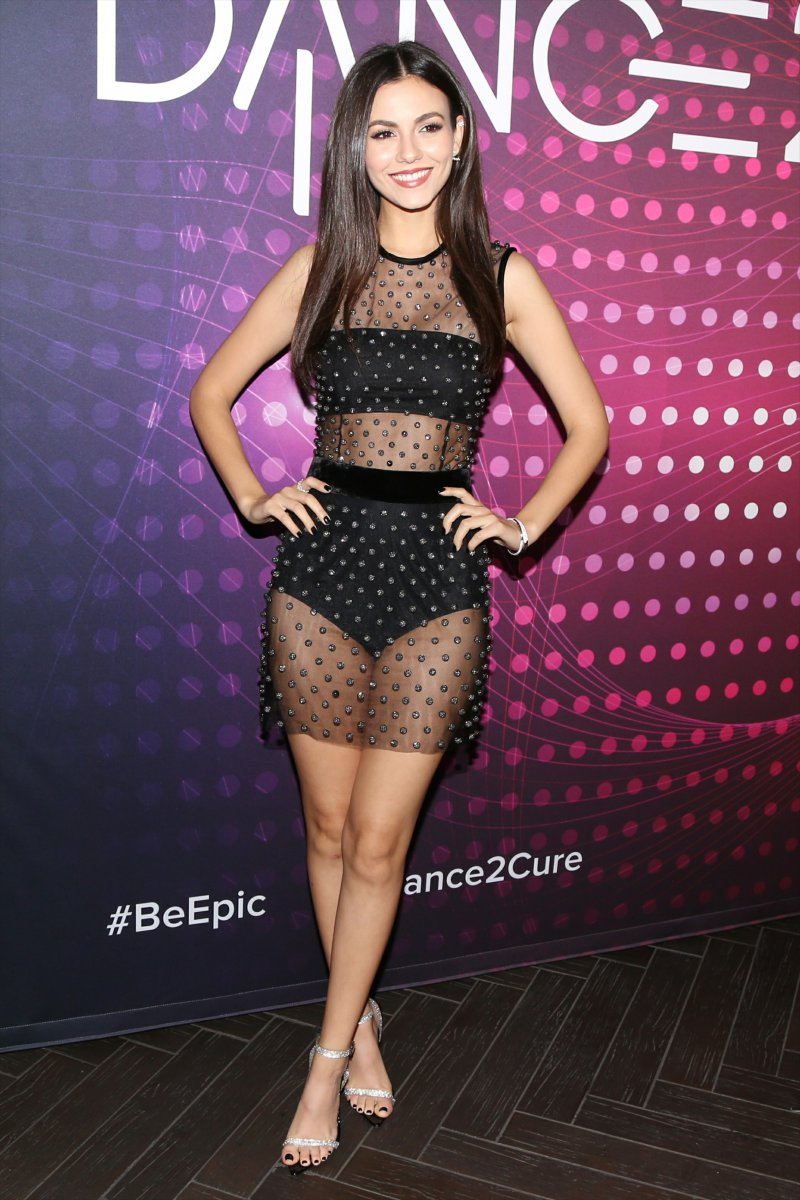 Victoria Justice's Legs and Feet-23 Sexiest Celebrity Legs And Feet