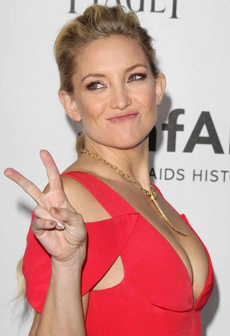 Kate Hudson-24 Celebrities Who Had Breast Implants