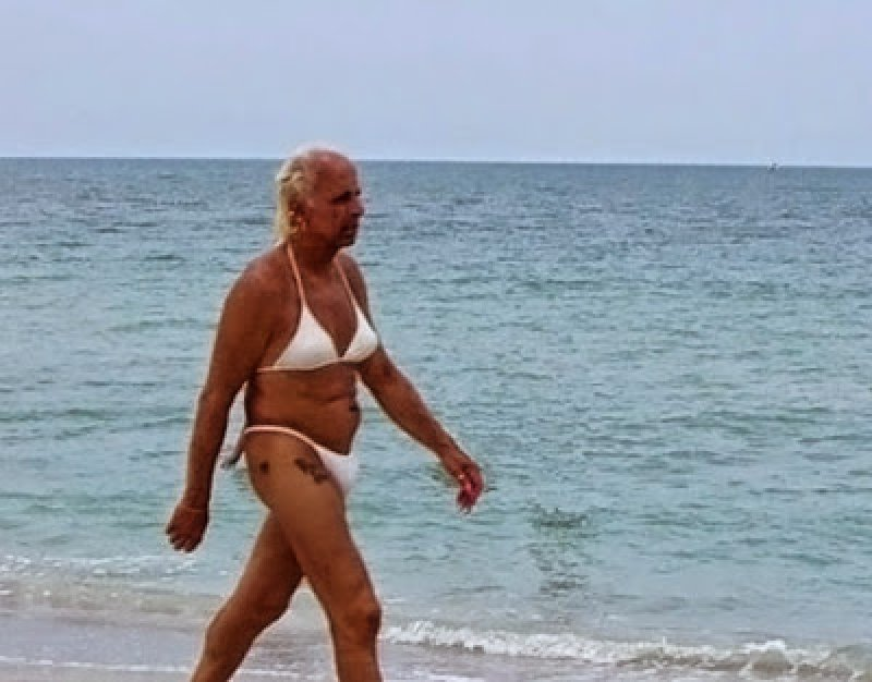 Why Should Women Have All the Fun?-15 Most Embarrassing Photos Ever Taken At Beach