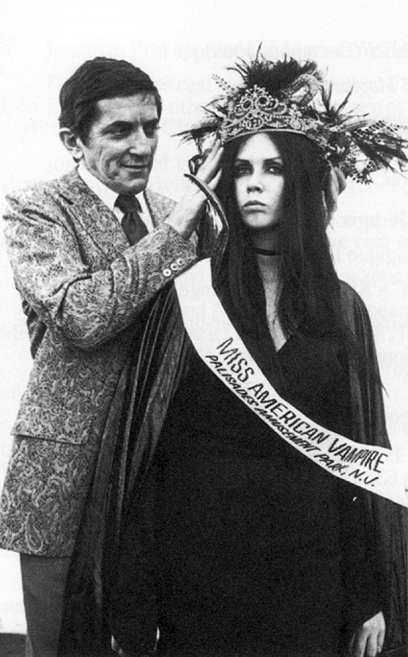 Miss American Vampire-12 Bizarre Beauty Contests Around The World