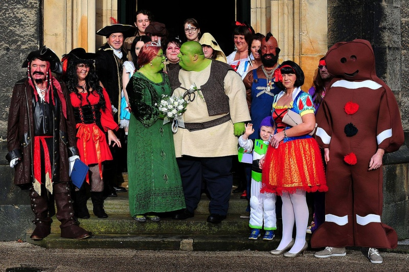 This Shrek Marriage-15 Most Bizarre Themed Weddings Ever