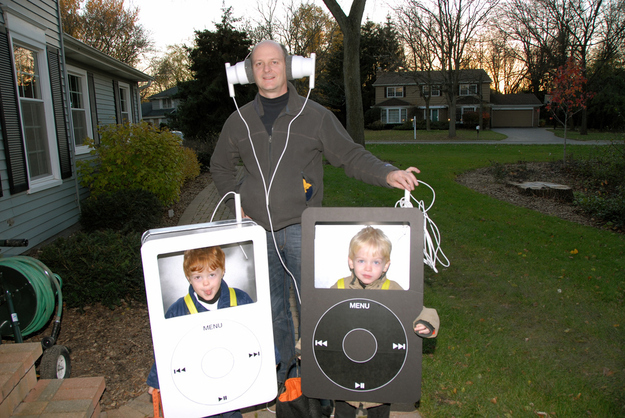 When Dad Turns His Kids into iPods-15 Awesome Dads Who Are Nailing The Father Thing