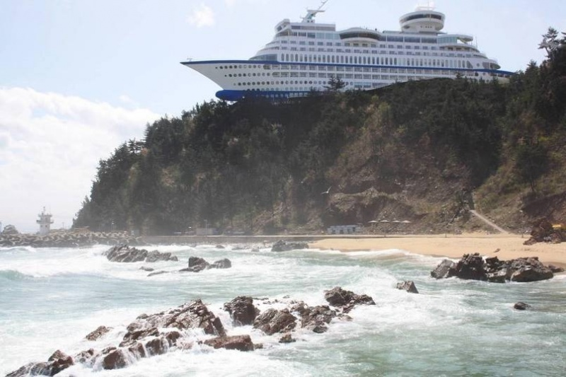 That is a Hotel in South Korea, Not a Cruise Ship-15 Images That Look Fake, But Are Actually True