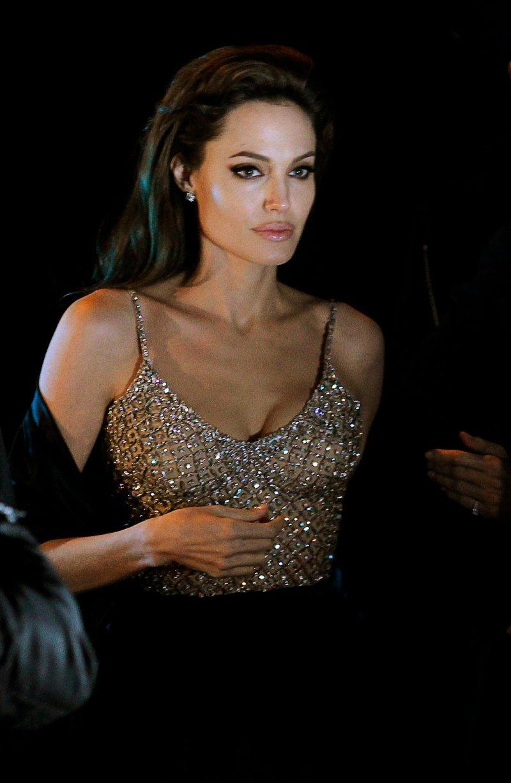 Angelina Jolie-24 Celebrities Who Had Breast Implants