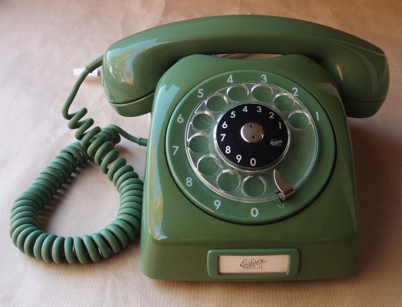 Times Where You Have to Introduce Yourself to People on Every Phone Call-15 Struggles That Will Give You Nostalgia If You Are A 90's Kid