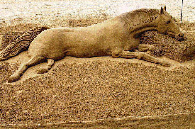 Awesome sand horse sculpture-15 Most Bizarre Sand Art Sculptures Ever Created
