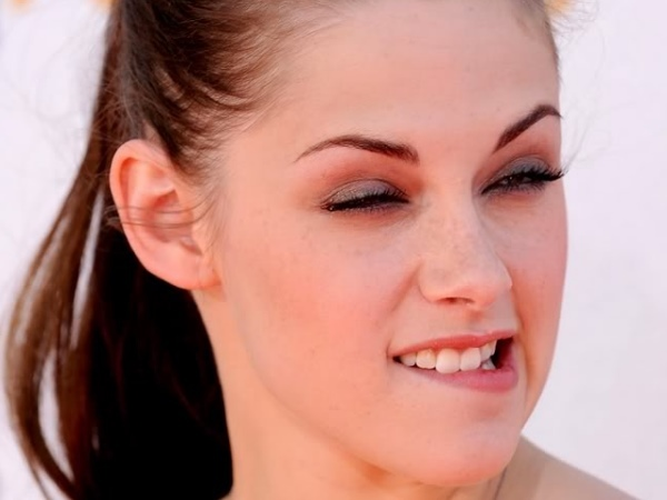 Bella Aka Kristen Stewart Wacky Face-15 Stupidest Faces Our Favorite Celebrities Make