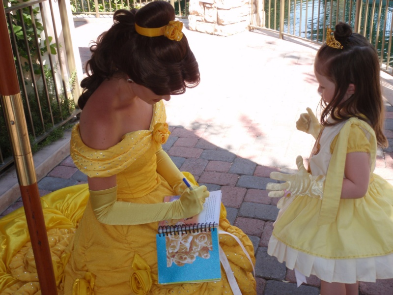 They are Trained to Give the Same Autographs Every Time-15 Disney Secret Employee Rules You Don't Know
