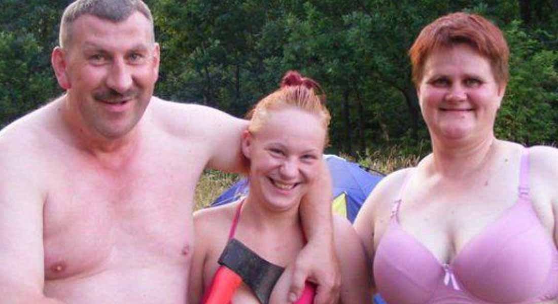 15 Most Awkward Family Photos Ever