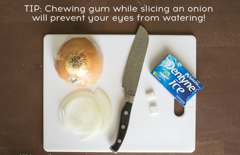 Chewing Gum Stops Tears Caused by Onions-15 Silly Things You Probably Didn't Know Until Now