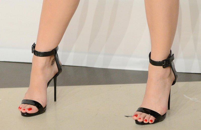 Katy Perry's Legs And Feet-23 Sexiest Celebrity Legs And Feet