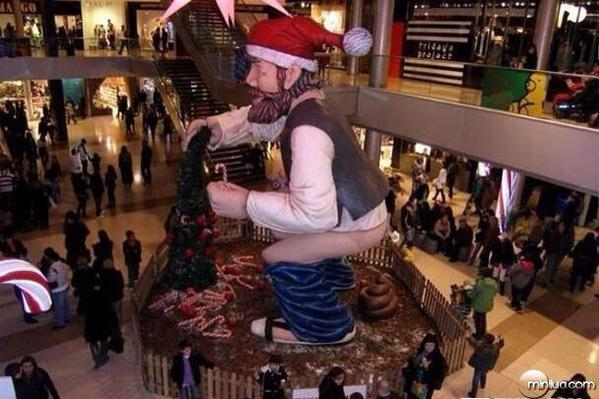 This WTF Statue in Spain Mall-15 Mall Fails That Are Hard To Unsee
