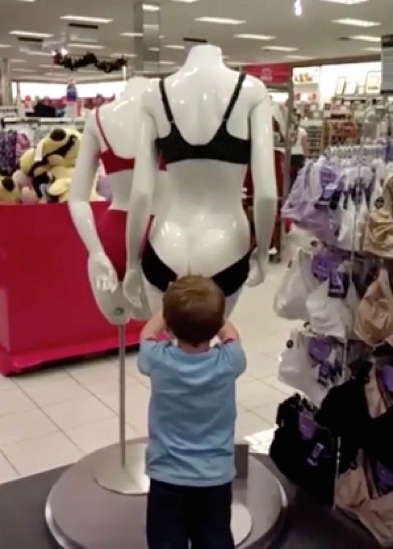 This Curious Little Kid-15 Kids Who Are Too Innocent For This Dirty World