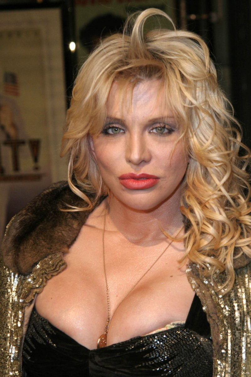 Courtney Love-24 Celebrities Who Had Breast Implants