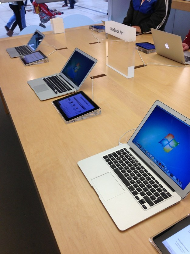 This Funny Prank-15 Hilarious Things Ever Happened In Apple Stores