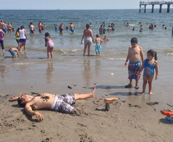 Trolling Kids on Beach-15 Amputees With Awesome Sense Of Humor