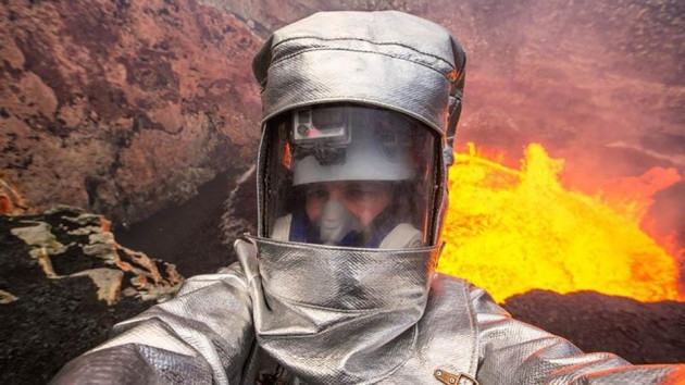 A Valcano? but first let me take a selfie-Selfies That Will Make You Cringe