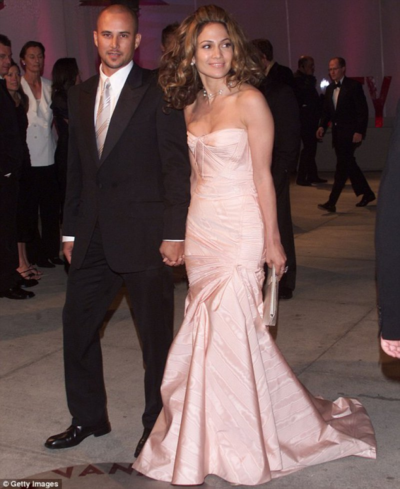 Jennifer Lopez Cheated on Chris Judd with Ben Affleck-15 Celebrities Who Cheated On Their Partners