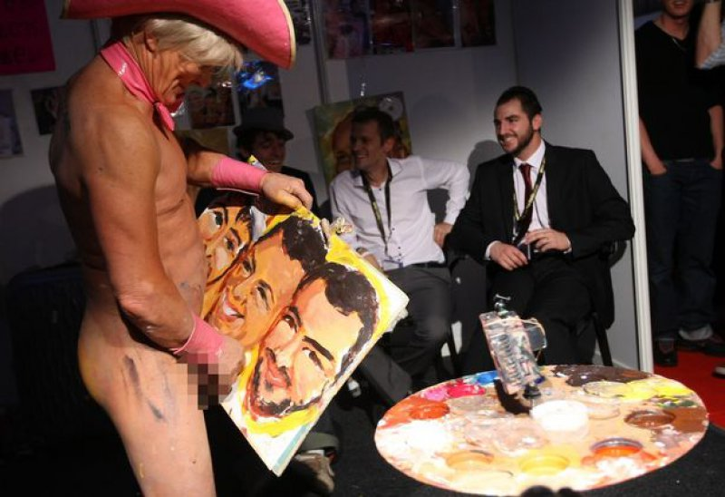 He Uses His Penis to Draw Wonderful Art-15 Amazing Paintings Of Artist Who Paints With His Genitals