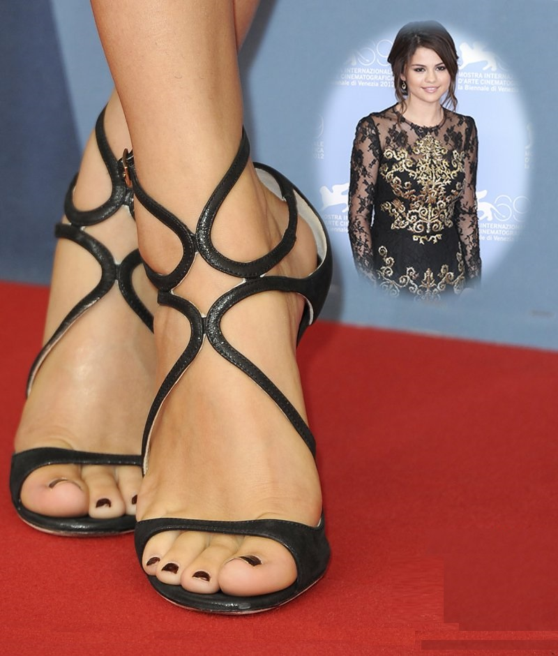 Selena Gomez's Legs and Feet-23 Sexiest Celebrity Legs And Feet