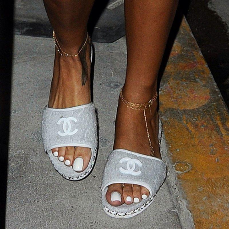 Rihanna S Feet And Legs 23 Sexiest Celebrity Legs And Feet