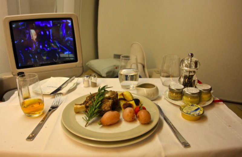 Air France-15 Airlines And The Food Served In The Economy Vs. Business Class