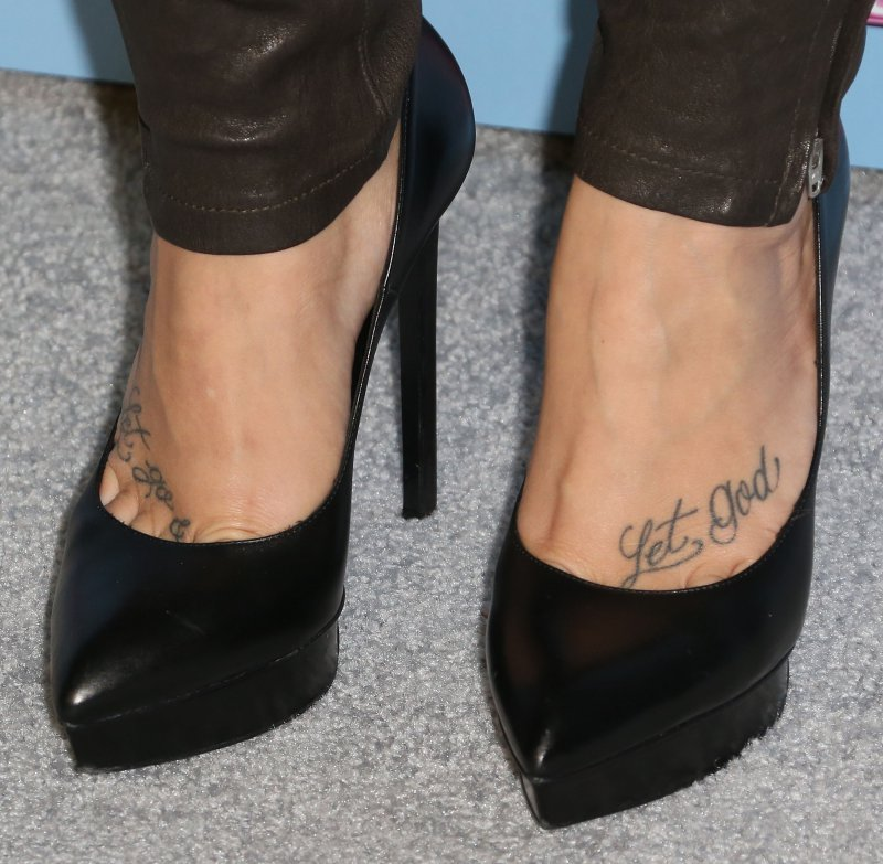 Demi Lovatos Legs And Feet