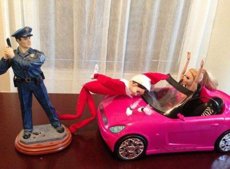 Bad Guy Elf-15 Hilarious Photos Of The Elf On The Shelf Gone Wrong