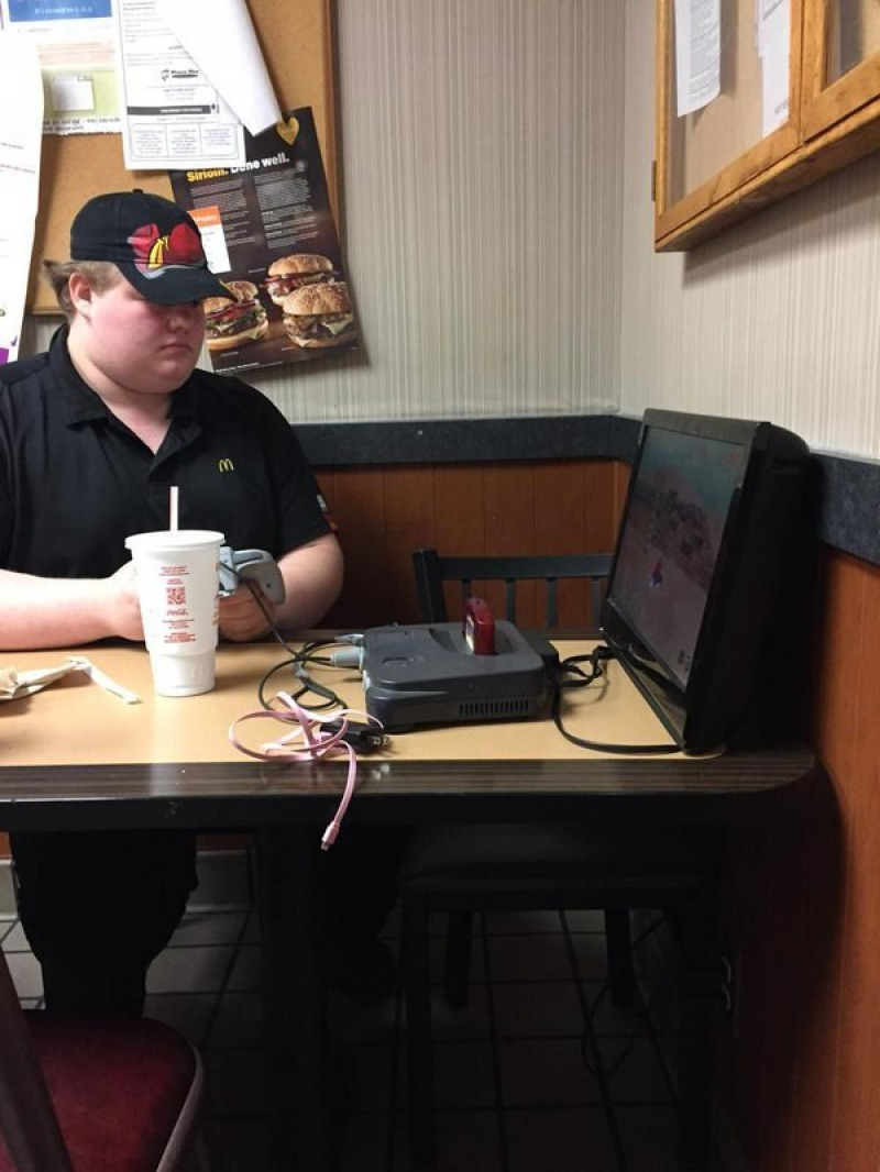They Love Working in Lobby-15 McDonald's Secrets Their Employees Are Hiding From You