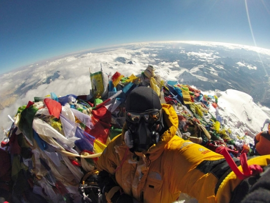 Selfie on Mount Everest-Selfies That Will Make You Cringe