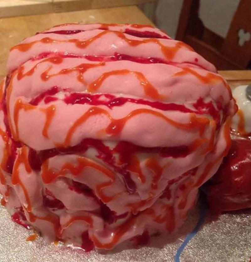 Halloween Brain Cake-15 Funniest Halloween Recipe Fails
