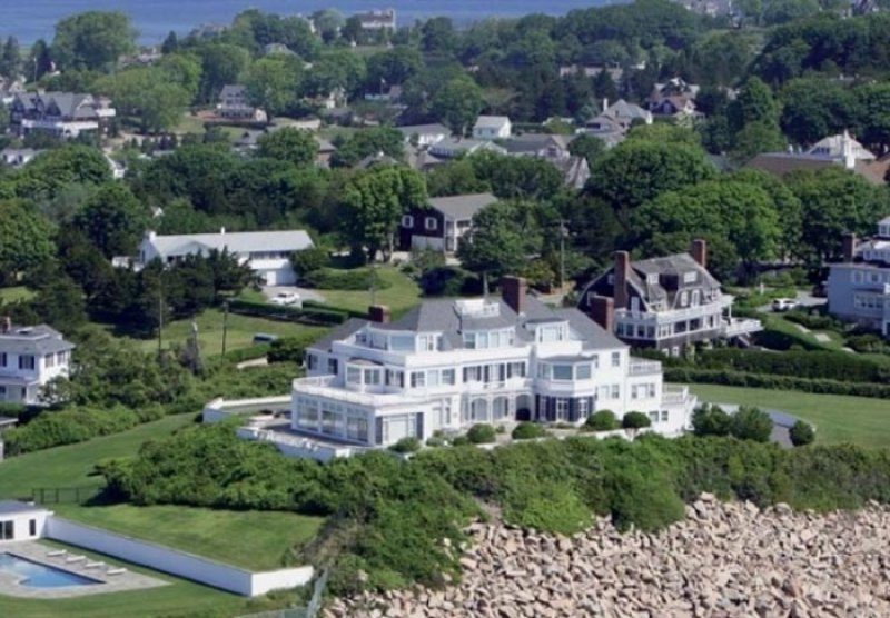 Taylor Swift-15 Amazing Celebrity Houses That Are Worth Millions