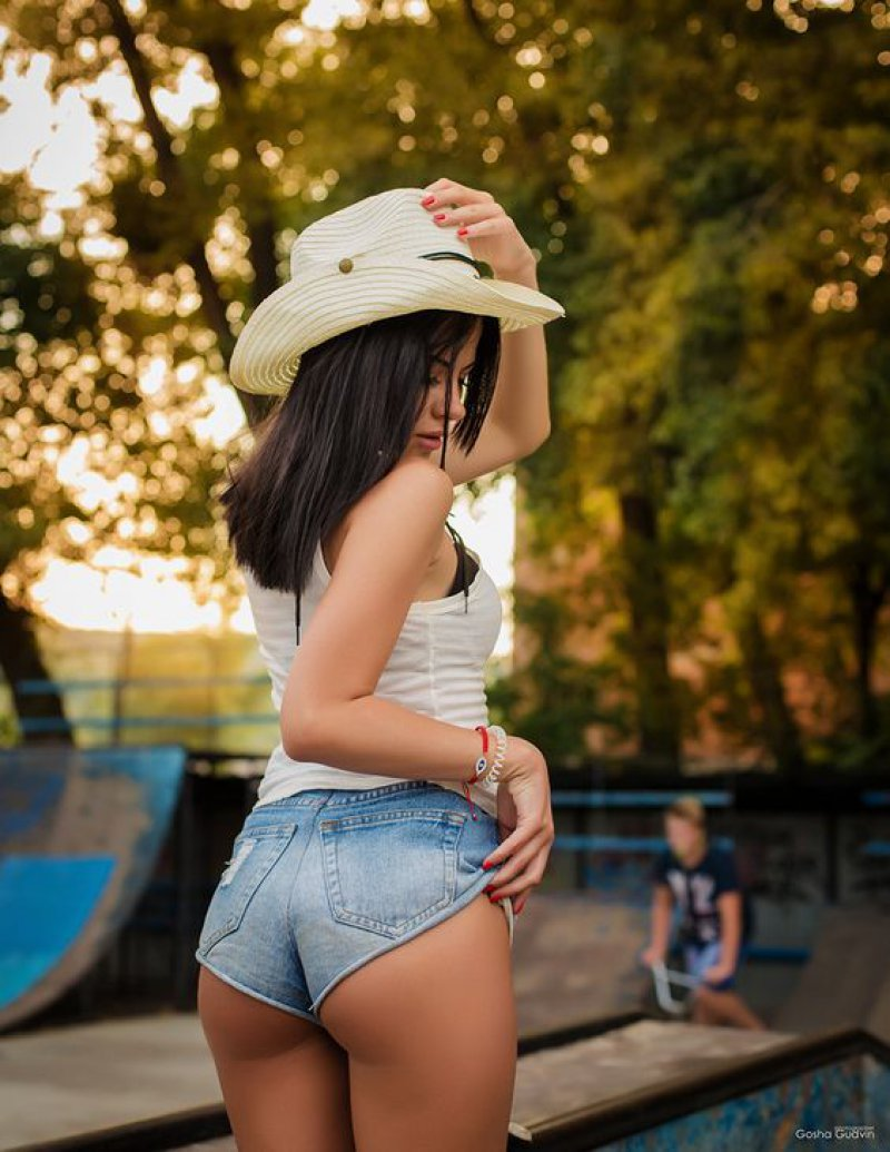 This Pretty Lady-15 Images Of Hot Girls In Shorts