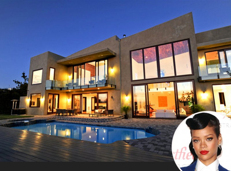 Rihanna-15 Amazing Celebrity Houses That Are Worth Millions