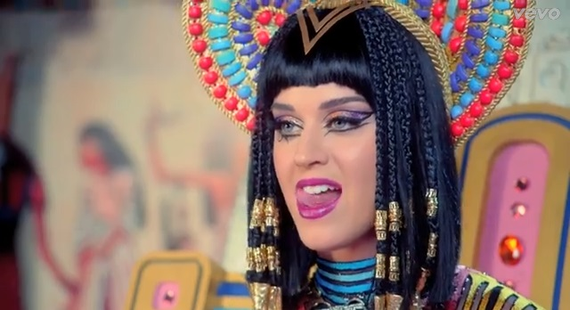 She Believes in Aliens-15 Things You Don't Know About Katy Perry