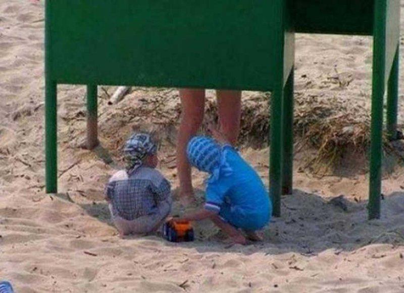 Curious Kids at Beach-15 Most Embarrassing Photos Ever Taken At Beach