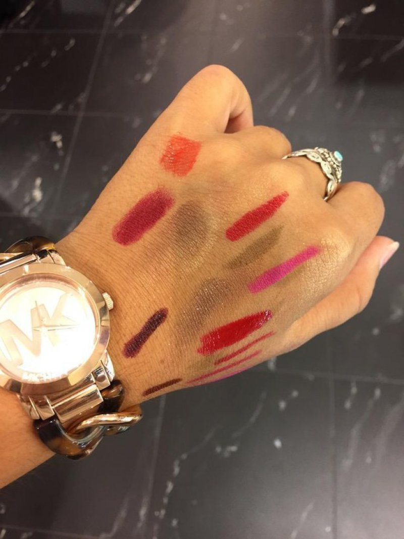 When the Hand Becomes a Canvas to Test Colors -15 Images That Most Men Will Never Understand