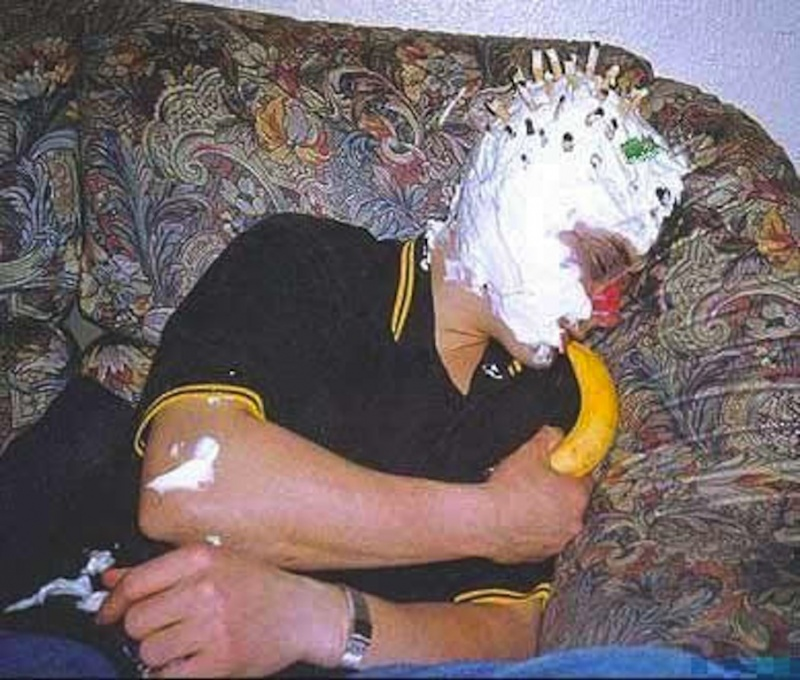 Bonzo, the Banana Sucker!-15 Unfortunate People Who Passed Out First