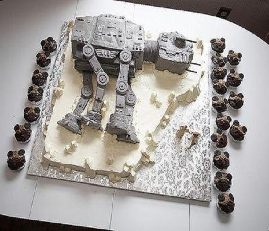 Star Wars Wedding Cake-15 Weirdest Wedding Cakes You'll Ever See