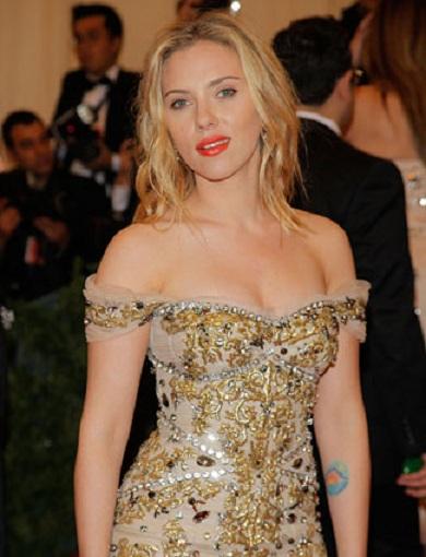 Worst Celebrity Makeup Ever: Scarlett Johansson Tattoo-Worst Celebrity Tattoos Ever