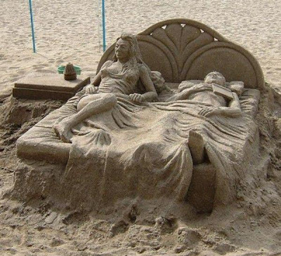 Couple sleeping on bed sand art-15 Most Bizarre Sand Art Sculptures Ever Created