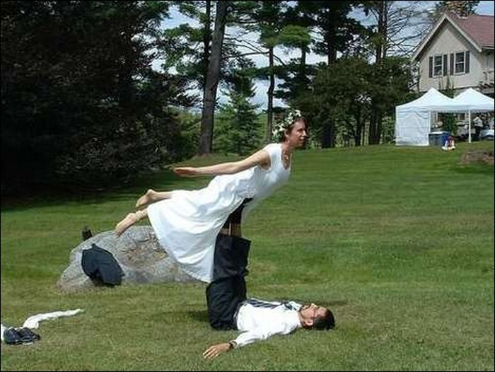 Jack, I wanna fly...-Hilarious Wedding Photos